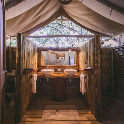 Camp-Xakanaxa-Guest-Tent-Bathroom (1)