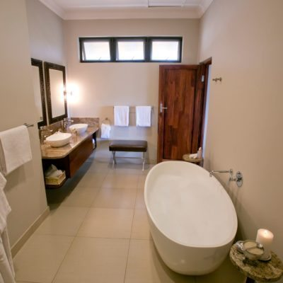 Ilala LOdge bathroom 1