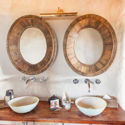 Kwando Tau Pan bathroom