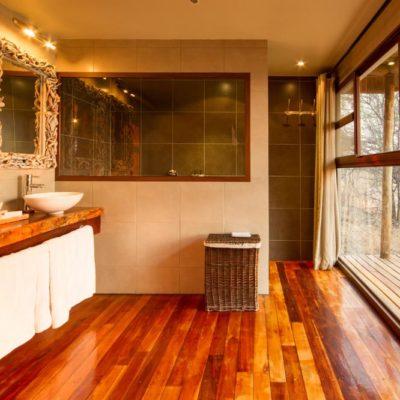 Leroo-La-Tau-Guest-Room-Bathroom