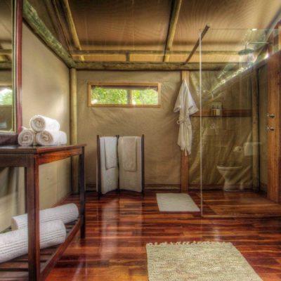 Shindi - bathroom